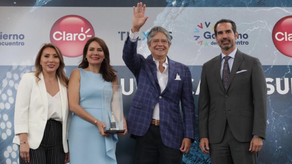 Ecuador se conecta desde Salinas a un nuevo cable submarino de fibra óptica