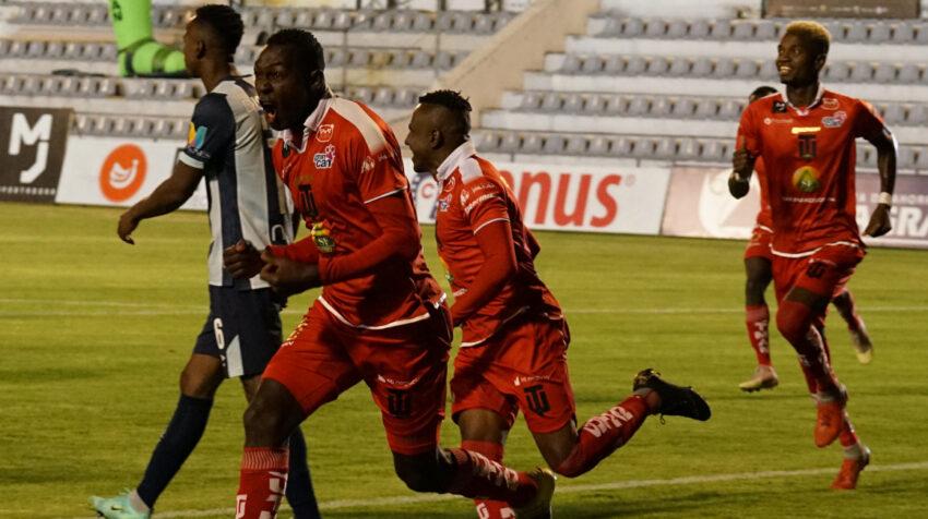 Alexis Santacruz festeja un gol ante Universidad Católica, por la LigaPro, el viernes 13 de agosto de 2021.