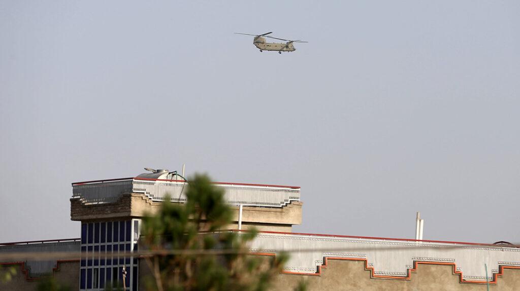 Estados Unidos asegura que el aeropuerto de Kabul está bajo ataque