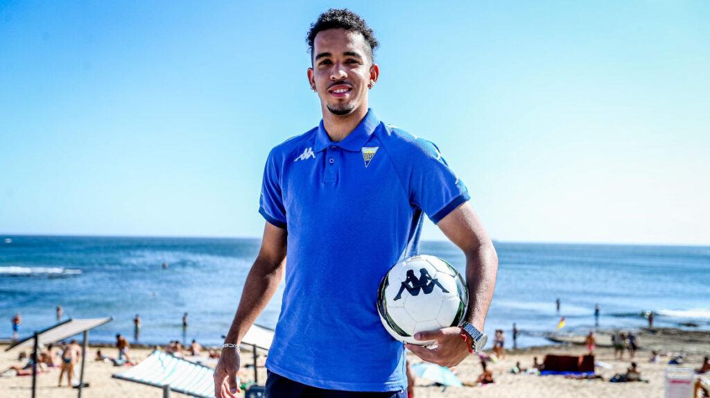 El ecuatoriano Johan Mina es cedido al Estoril Praia de Portugal