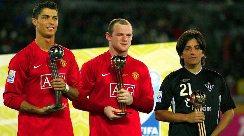 Damián Manso, junto a Cristiano Ronaldo y Wayne Rooney en el podio del Mundial de Clubes de 2008.