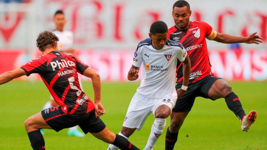Un irregular Paranaense recibe a Liga en la vuelta de los cuartos de final