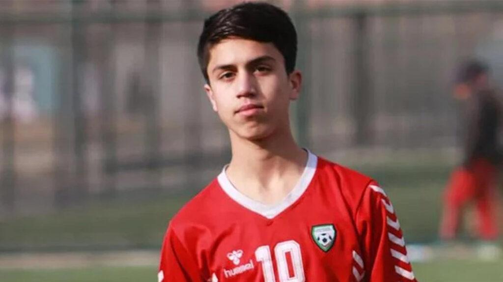 Futbolista de la selección de Afganistán muere al caer de un avión en Kabul