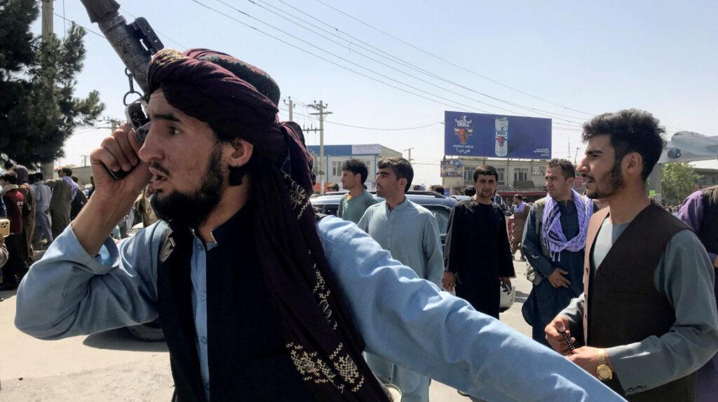 Talibanes están acorralando a afganos que están en una lista negra
