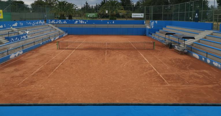 Vista desde una de las tribunas de la cancha principal del Arrayanes Country Club, en Quito.