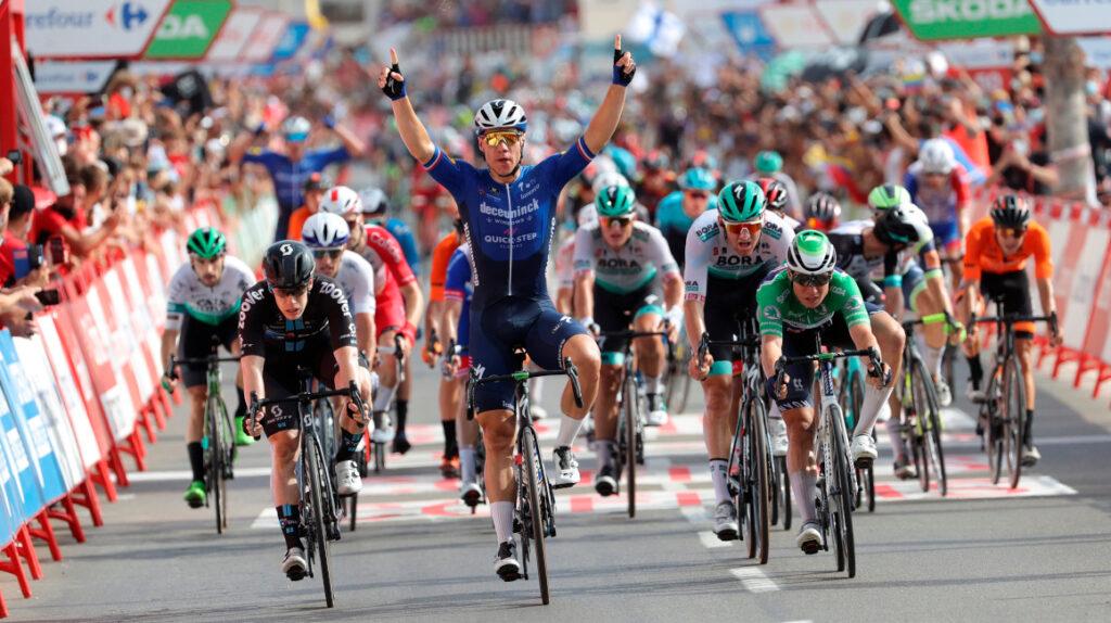 Fabio Jakobsen gana la Etapa 8 de la Vuelta y la general se mantiene igual