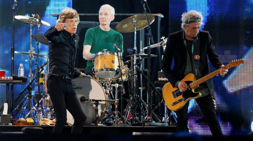 Mick Jagger (L), Charlie Watts (C) and Keith Richards durante un concierto en Abu Dhabi. 21 de febrero de 2014.