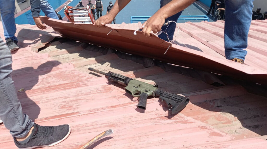 Detenidos escondían armas en el techo de la Penitenciaría del Litoral