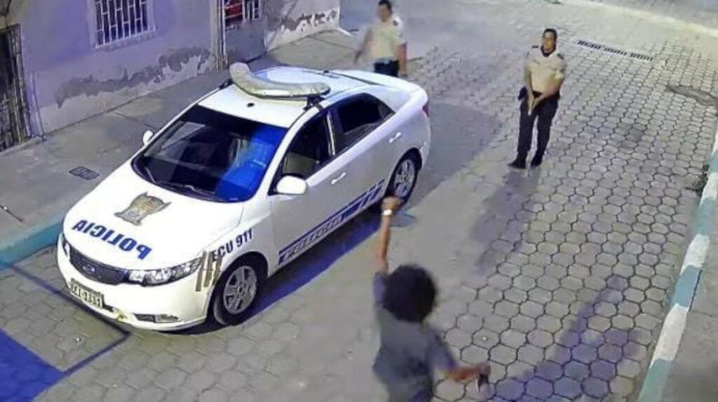 Juez libera a policía que disparó contra su atacante en Esmeraldas
