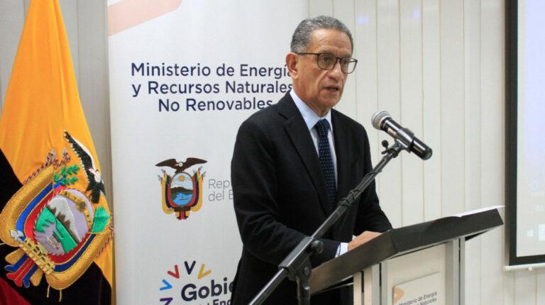 Energía pide cabeza de cuatro gerentes por caída de producción petrolera
