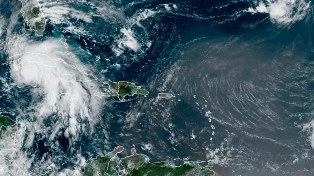 Ida se convierte en huracán categoría 4 y amenaza a Estados Unidos