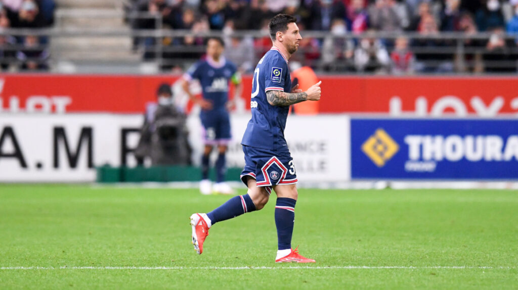Mbappé marca un doblete en el debut de Messi con el PSG