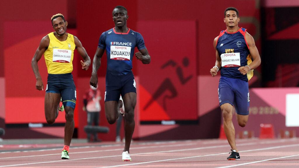 Anderson Colorado y Damián Carcelén se llevan diplomas en los 400 metros planos