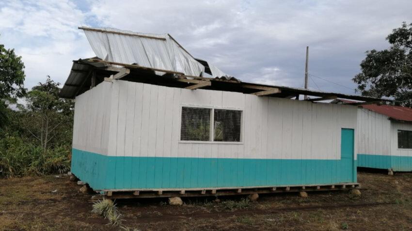 Una escuela en malas condiciones en la Costa ecuatoriana.