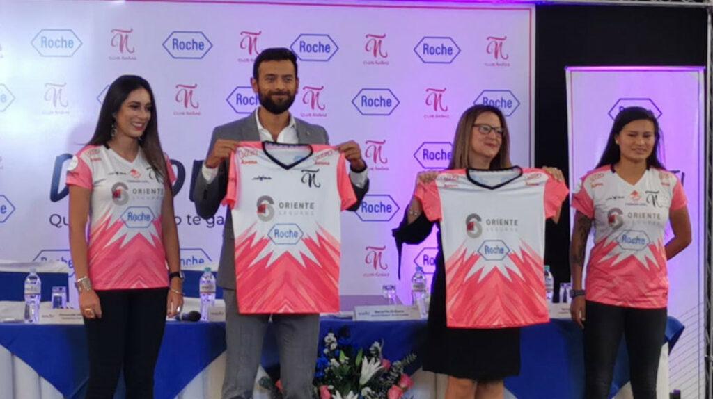 Club Ñañas presenta la camiseta de su campaña contra el cáncer