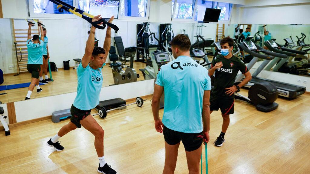 Ronaldo deja la concentración de Portugal por acumulación de tarjetas