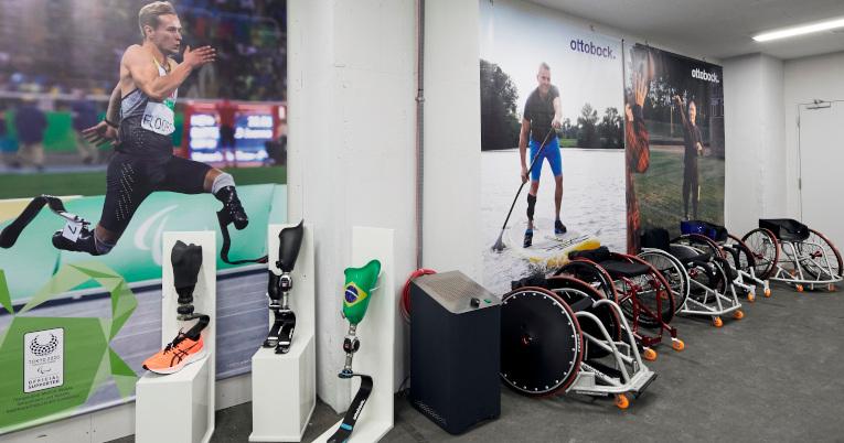 Vista del taller de la Villa Paralímpica de los Juegos de Tokio.