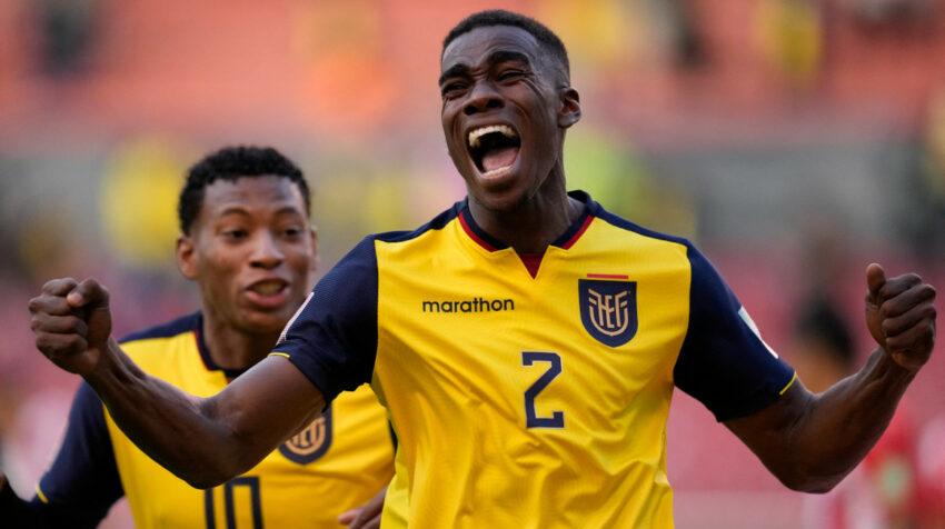 El ecuatoriano Félix Torres festeja su gol ante Paraguay, por las Eliminatorias sudamericanas en Quito, el 2 de septiembre de 2021.