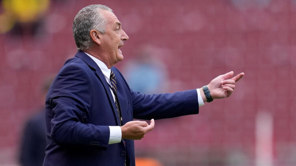 """Alfaro: """"El partido contra Chile lo debemos trabajar con paciencia"""""""