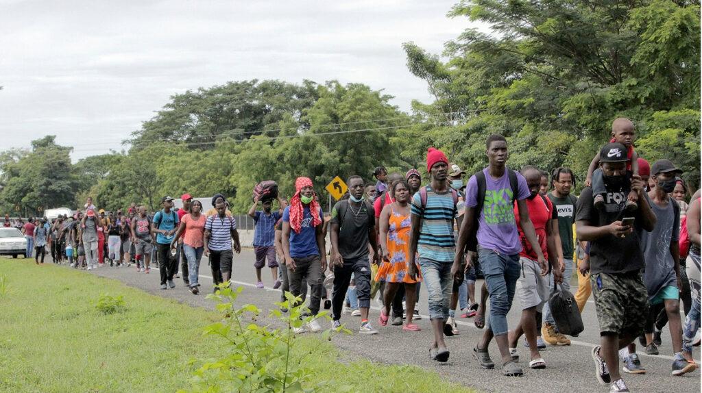 Agentes mexicanos desintegran cuarta caravana de inmigrantes