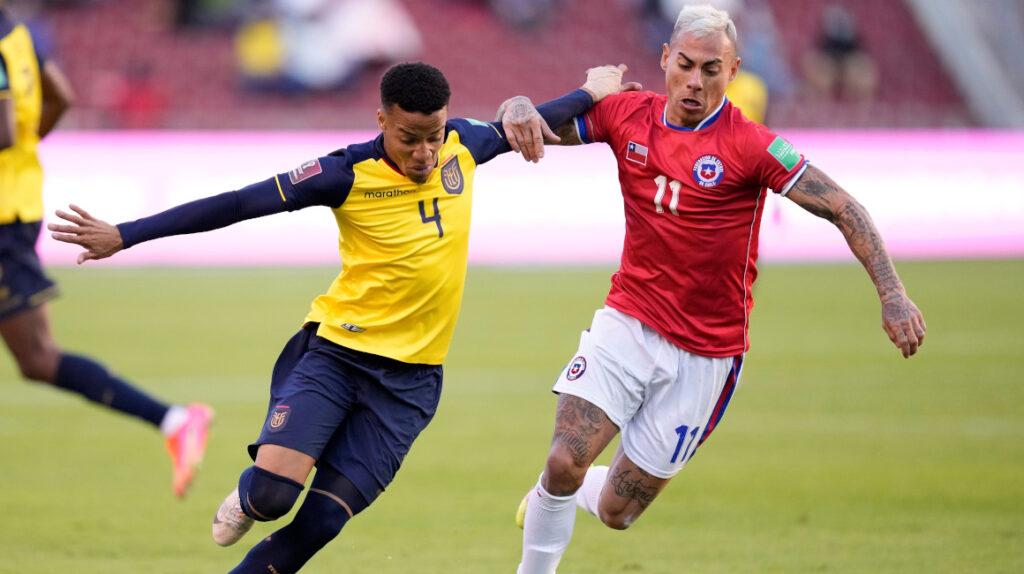 Ecuador consigue un empate ante Chile con un hombre menos
