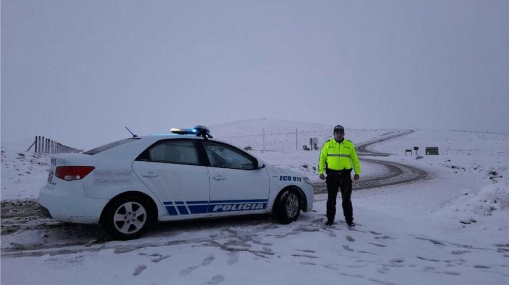 Dos vías de la Sierra están inhabilitadas por caída de nieve