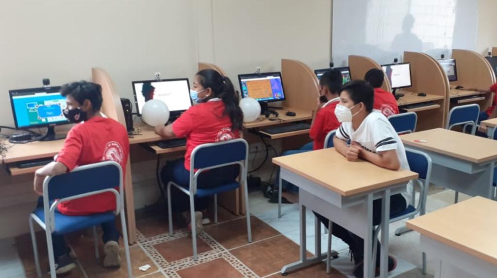 Gobierno entrega infocentro con 50 computadoras en Monte Sinaí
