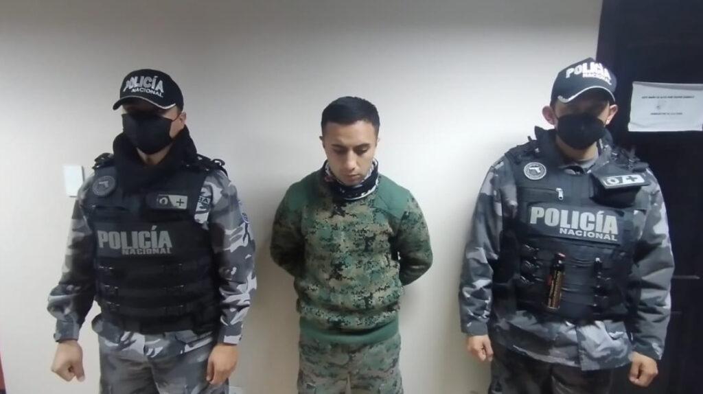 Detienen a soldado que intentaba ingresar armas a cárcel de Cotopaxi