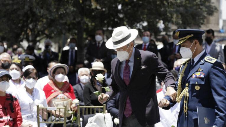 El presidente Guillermo Lasso, durante un homenaje a los médicos fallecidos en el combate a la pandemia el 9 de septiembre de 2021 en la Plaza Grande, en Quito.