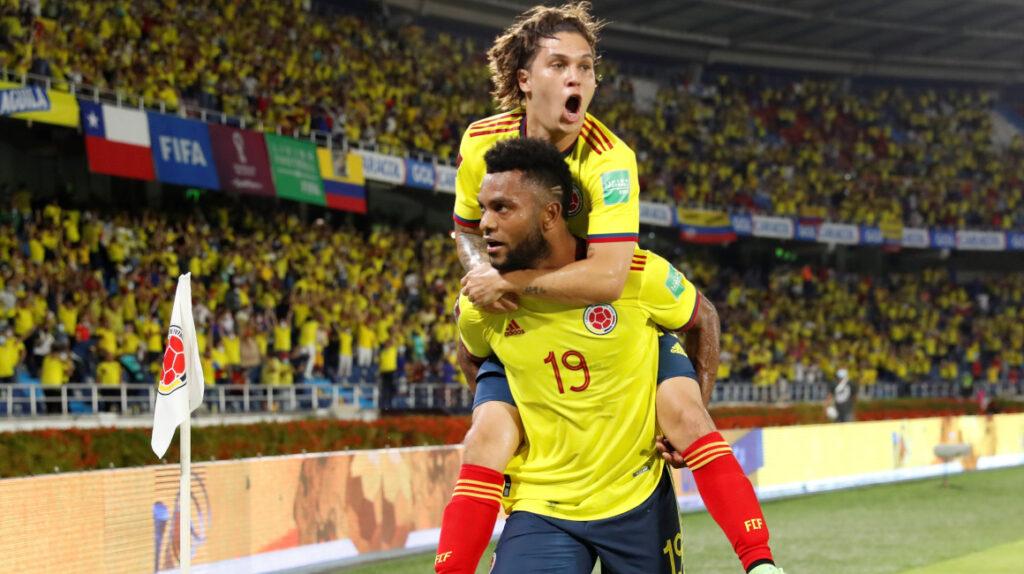 Colombia le gana con autoridad Chile y se recupera en las Eliminatorias