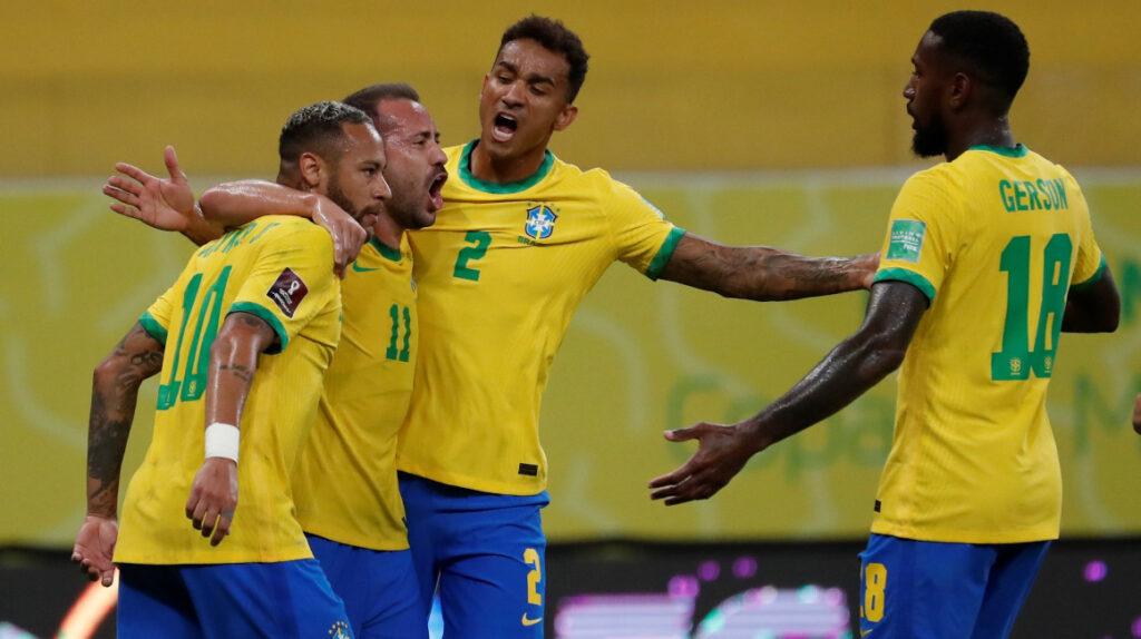 Brasil vence cómodamente a Perú y se afianza en la punta de la tabla