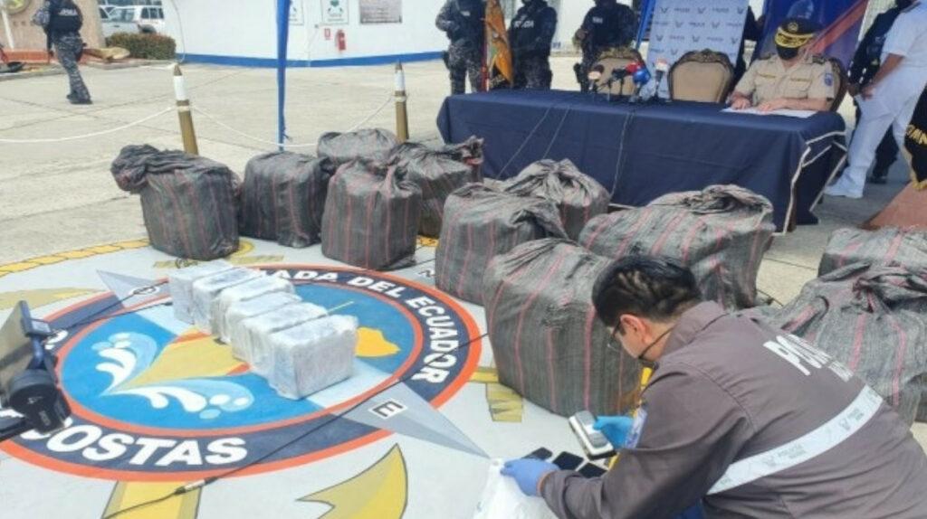 Dictan prisión preventiva a 19 personas por traficar cocaína en Galápagos