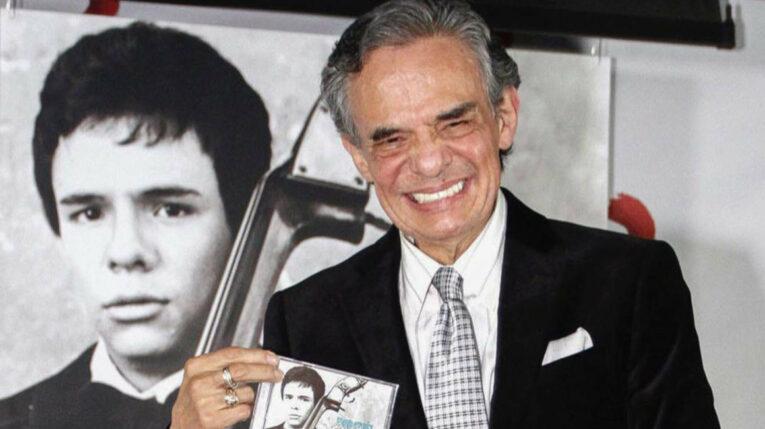 Fotografía de archivo fechada el 19 noviembre de 2014 que muestra al cantante mexicano José José, el cual ha fallecido este sábado a los 71 años.