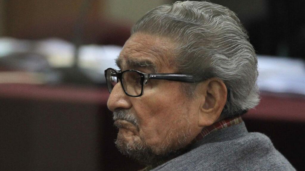 Abimael Guzmán, líder del grupo terrorista Sendero Luminoso, murió de neumonía