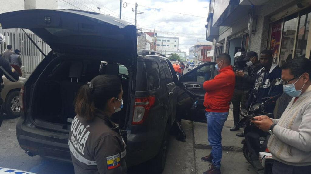 Hermano de 'Don Naza' no explica origen del dinero hallado en su auto