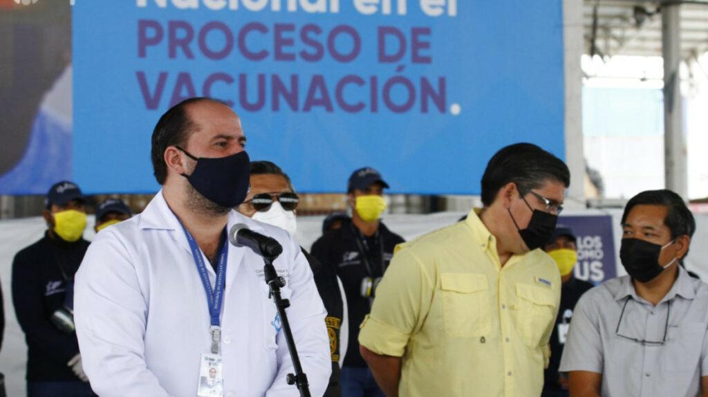 COE Cantonal dice que vacunó a 73% de población guayaquileña