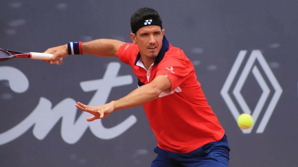 Emilio Gómez debuta con victoria y avanza en el Challenger de Quito
