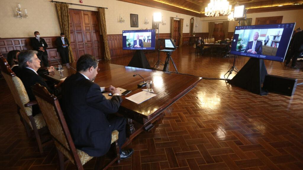 La política exterior ecuatoriana quiere frenar su vaivén ideológico