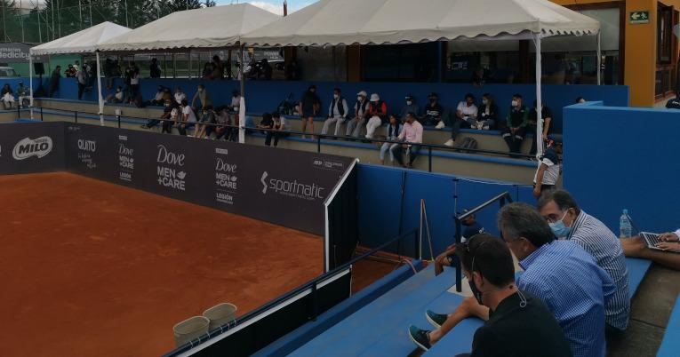 Los aficionados miran uno de los partidos en el Challenger de Quito, el 13 de septiembre de 2021.