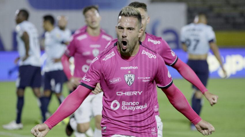 Jonathan Bauman, de Independiente, celebra su gol ante Católica, en Quito, el 13 de septiembre de 2021.