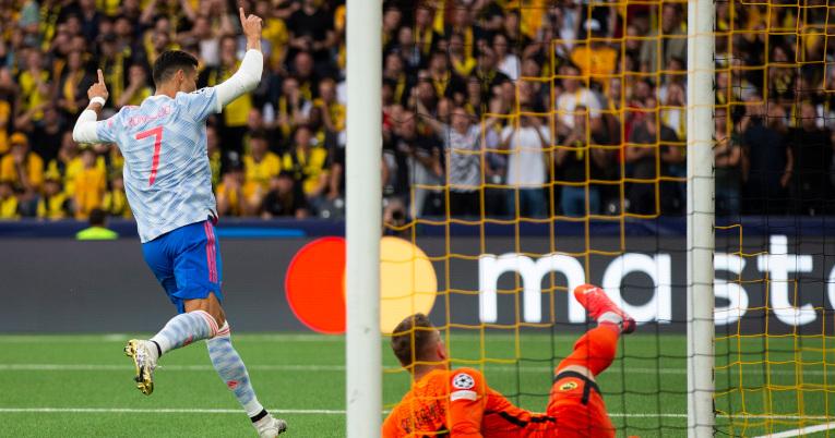 Cristiano Ronaldo celebra el 1-0 a favor del Manchester United, anotado a los 13 minutos del primer tiempo.
