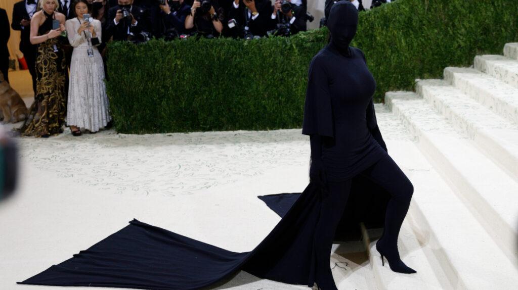 Met Gala regresa con moda, controversia, mensajes políticos y memes