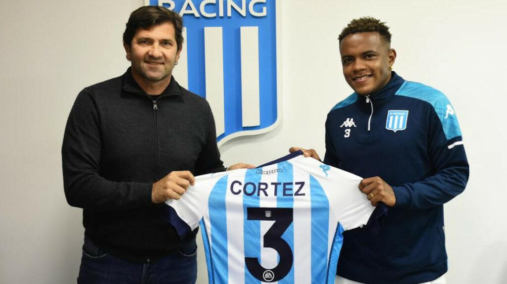 El ecuatoriano Gustavo Cortez firmó su contrato con Racing de Argentina