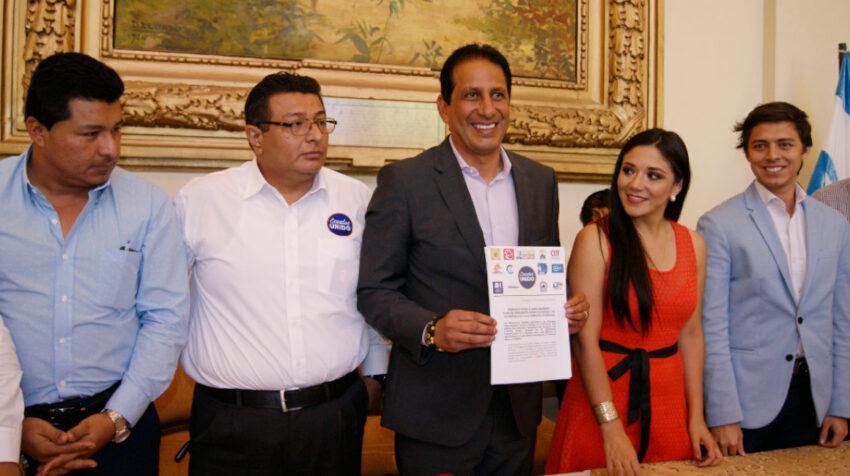 El 16 de noviembre de 2017, el gobernador de Guayas, José Francisco Cevallos, recibió un manifiesto de apoyo político al presidente Moreno, por parte de varios partidos y agrupaciones sociales.