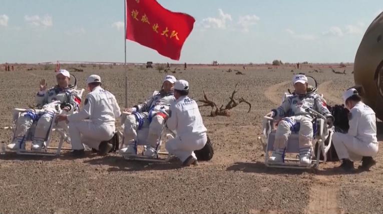 Astronautas rusos llegaron a tierra a bordo de la nave china Shenzhou-12.