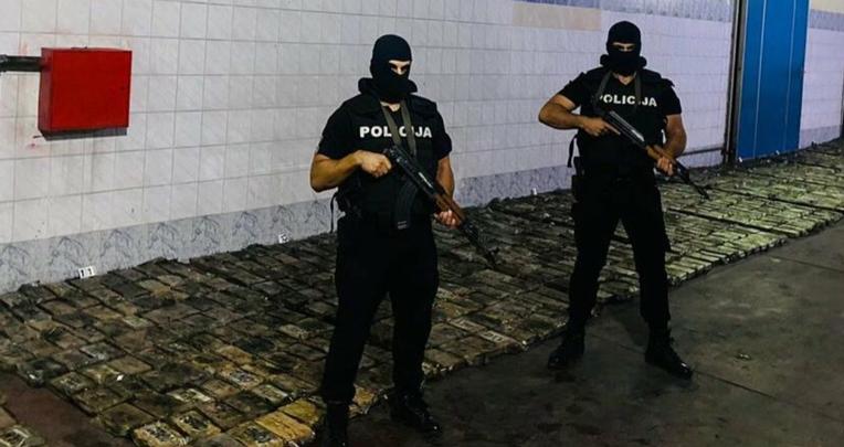 El 26 de agosto de 2021, la Policía de Montenegro incautó una tonelada de cocaína que llegó en un cargamento de bananas de Ecuador.