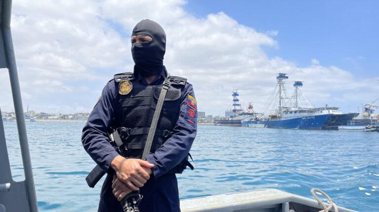 Dos lanchas de la Marina controlan la línea costera de Manabí
