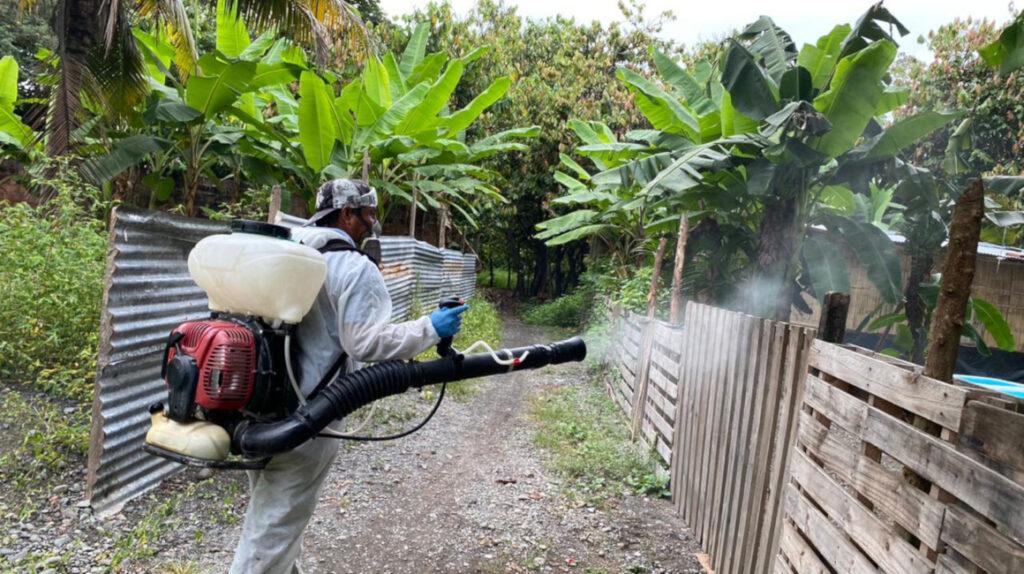 Casos de dengue siguen aumentando en zonas pobres de la Costa y Amazonía