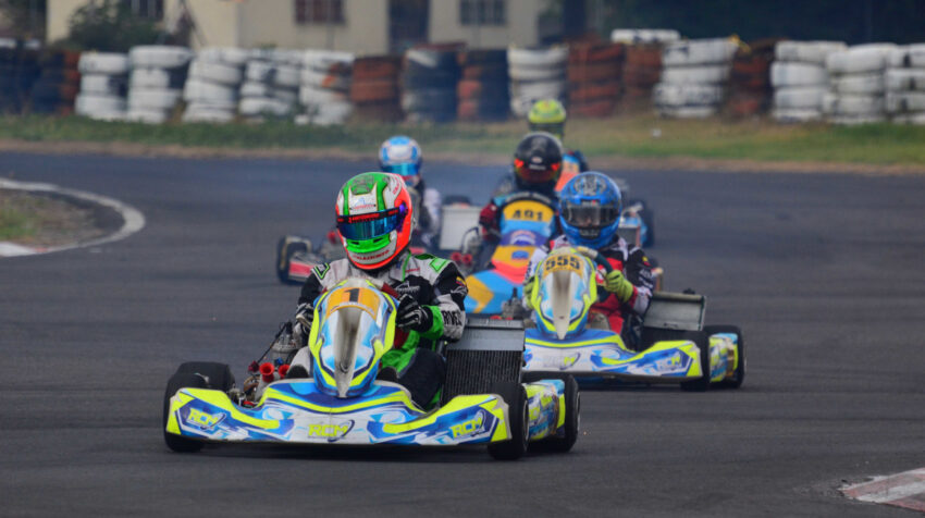 Los pilotos de la categoría Shifter Rok, durante la octava válida del Rok Cup Ecuador.