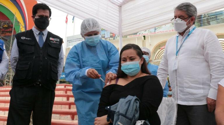 Ecuador y Perú arrancan campaña binacional de vacunación en región fronteriza